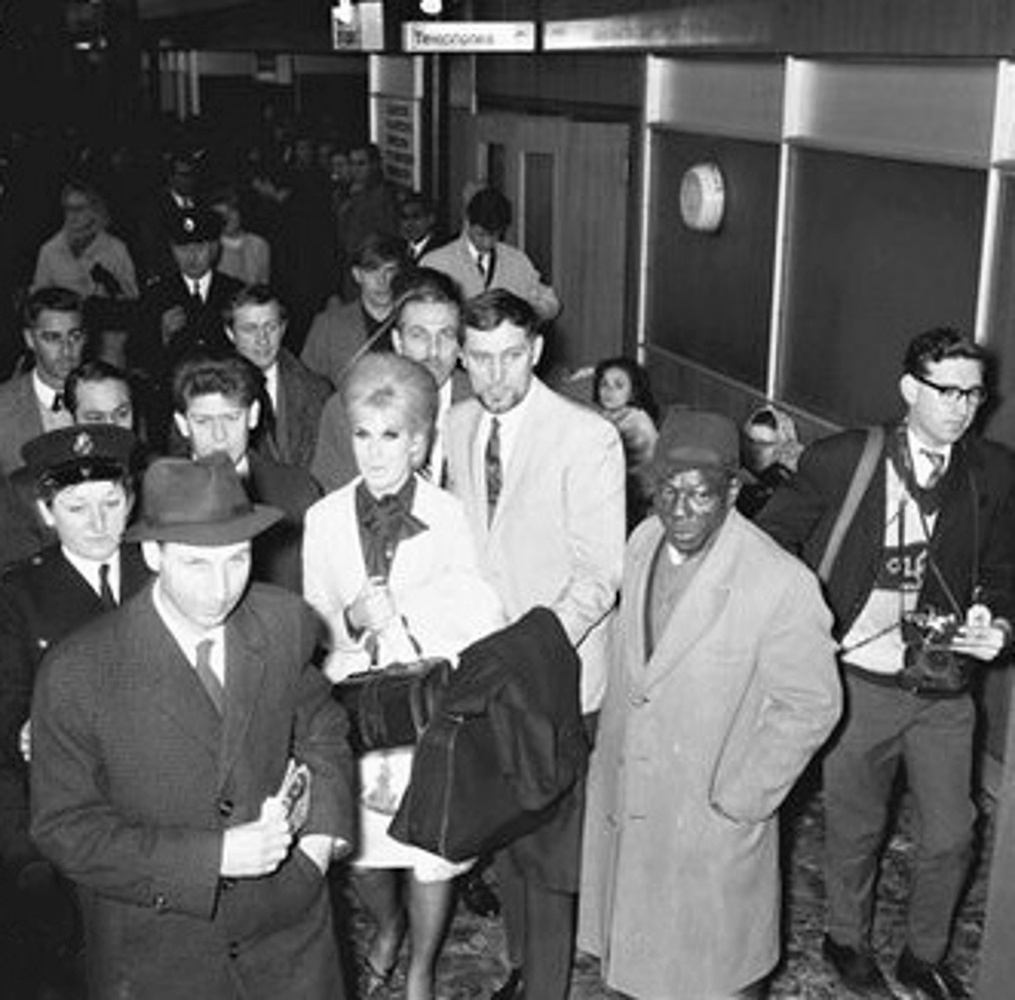 Dusty Springfield was deported from South Africa / 1964